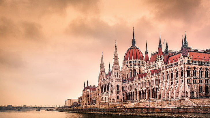building-budapest-hungary-hungarian-parliament-building-wallpaper-preview